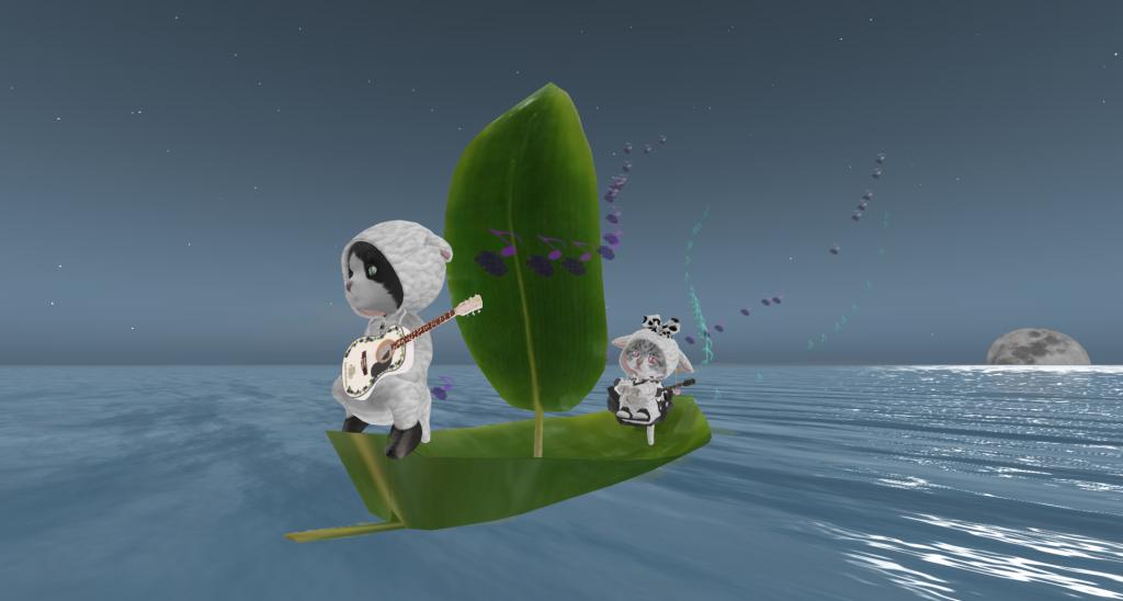 笹舟に乗るひつじの着ぐるみを着た猫